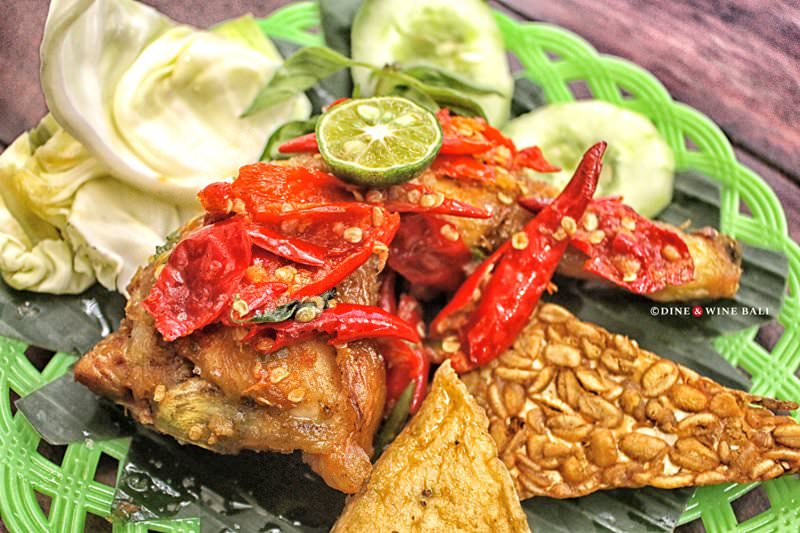 Dine & Wine Bali Restaurant Guide Street food Warung Indonesian Ubud Fried Chicken Ayam Goreng Sambal Merah